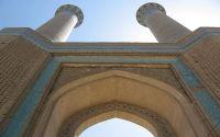 Isfahan_Dar-ol-Ziafeh_Minaret1