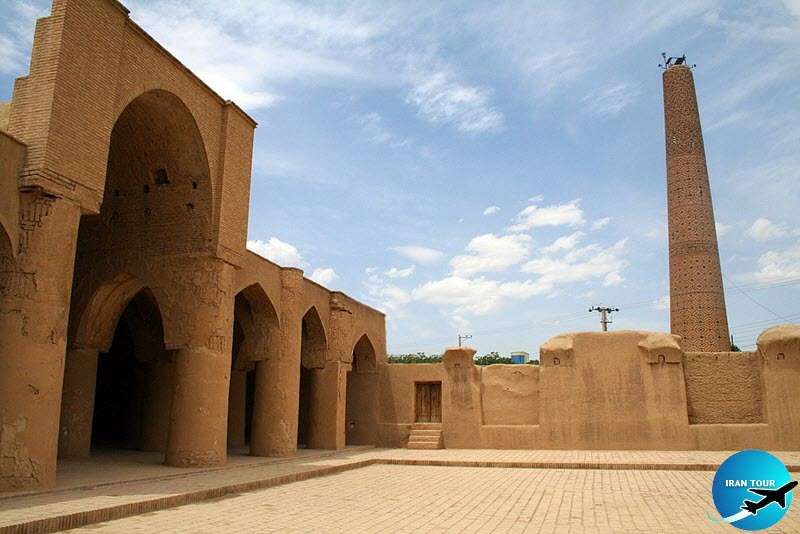This mosque is a very good example of the early centuries of Islamic mosques