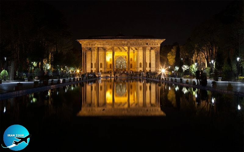 Chehel Sotoon Palace at night