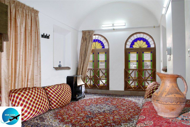 Traditional Iranian homes decorated with very simple architectural elements